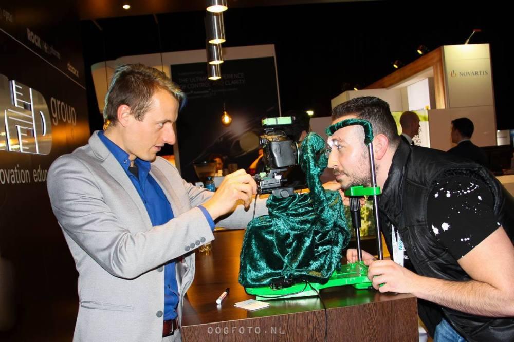 Oogfoto op een beurs of zakelijk evenement Oogfotografie tijdens business event maakt een unieke giveaway